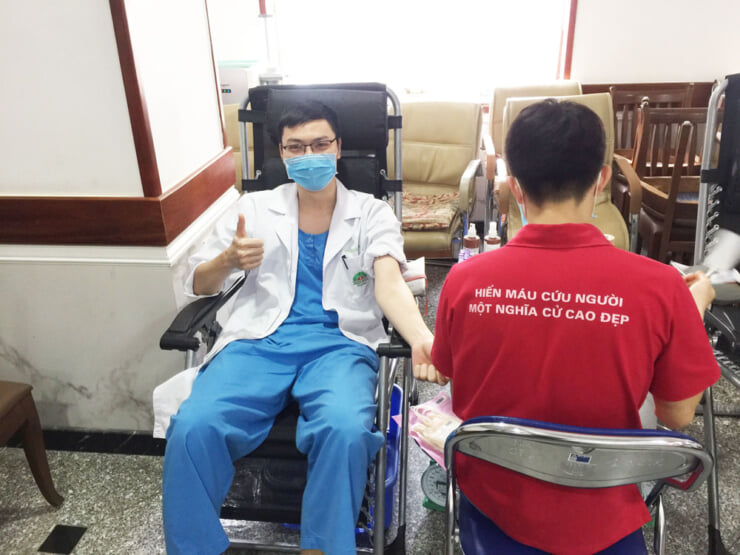 Hong Ngoc staffs attended blood donation
